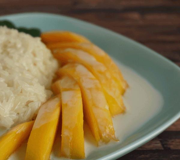 Sticky Rice mit Mango in süßer Kokosmilch
